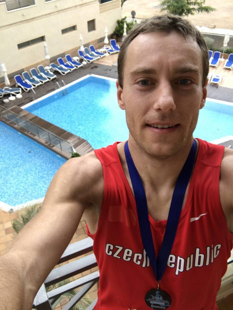 Selfie po závodě na balkóně našeho hotelového pokoje.