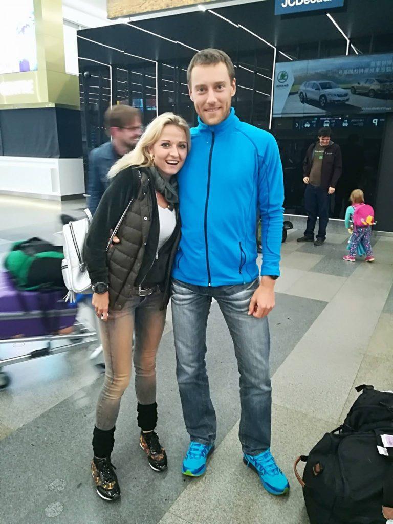 Přivítání s Kačenkou na letišti.