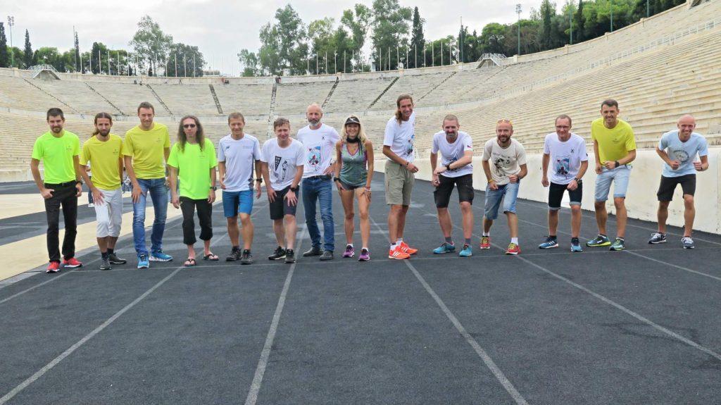 400 metrů závod den po Spartathlonu na olympijském stadionu v Aténách.