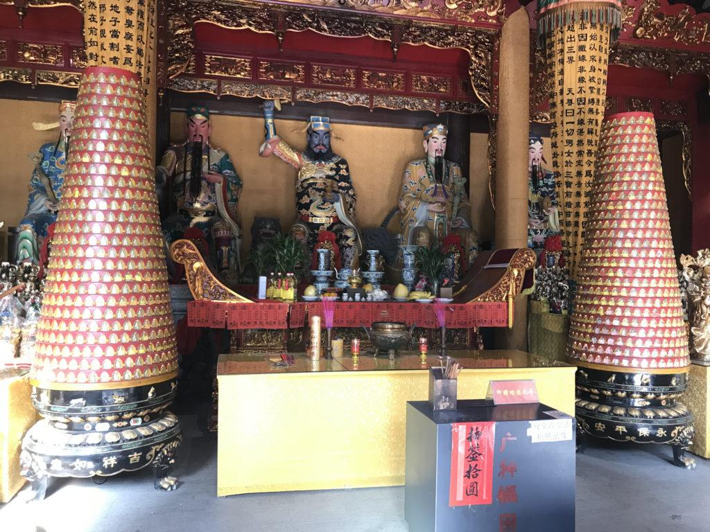 Nějaký budhistický oltář.