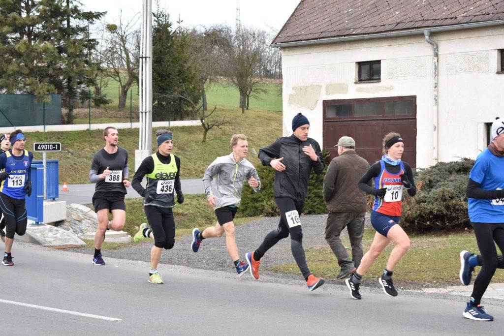 Zhruba v polovině závodu v Tučapech.